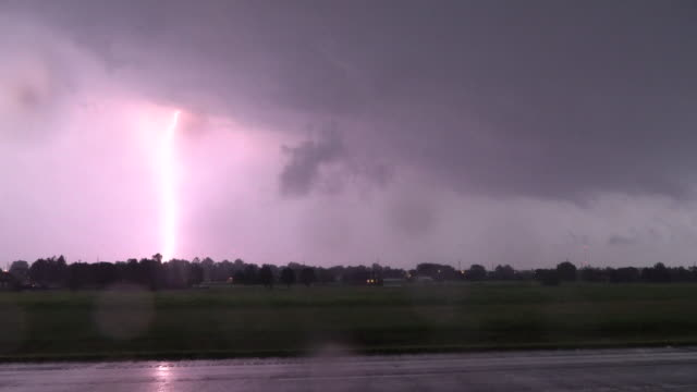 stockvideo's en b-roll-footage met intense lightning strikes, supercell thunderstorm - extreem weer