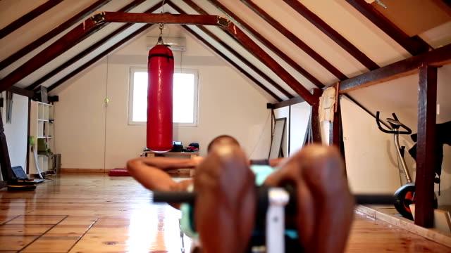intensives training - gymnastikmatte stock-videos und b-roll-filmmaterial