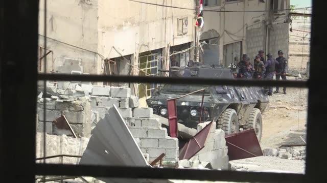 intensos combates tenian lugar el domingo al oeste de mosul donde las fuerzas iraquies intentan romper las lineas de defensa del grupo estado... - entrada stock videos and b-roll footage