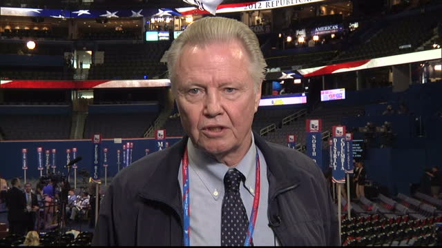 vídeos de stock e filmes b-roll de interior 2way jon voight actor republican supporter speaks from the republican national convention on why he is backing mitt romney for the white... - conferência partidária