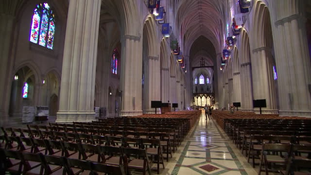 stockvideo's en b-roll-footage met interior camera pan of the nave in the washington national cathedral during setup for john mccainõs funeral on september 31 2018 in washington dc - religion or spirituality