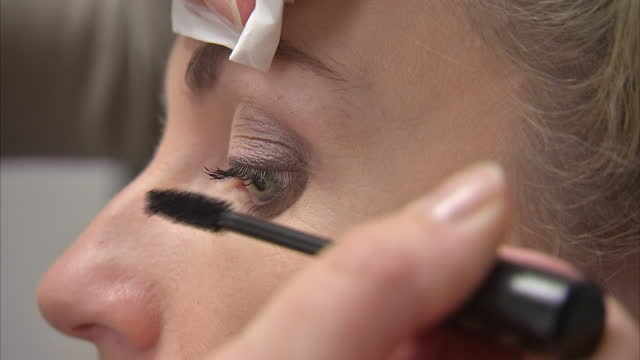 vidéos et rushes de interior close up shots of a woman having mascara put on her eyelashes in make-up studio on september 21, 2016 in london, england. - mascara
