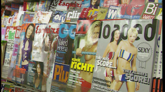 vídeos y material grabado en eventos de stock de interior close up shots of lads magazines on display at a newsagent, including fhm, loaded, esquire and gq on august 16, 1999 in london, england.. - revista publicación