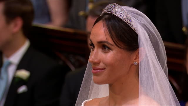 interior close up shots of prince harry and meghan markle exchanging their wedding vows as instructed by the archbishop of canterbury, justin welby... - 礼拝堂点の映像素材/bロール