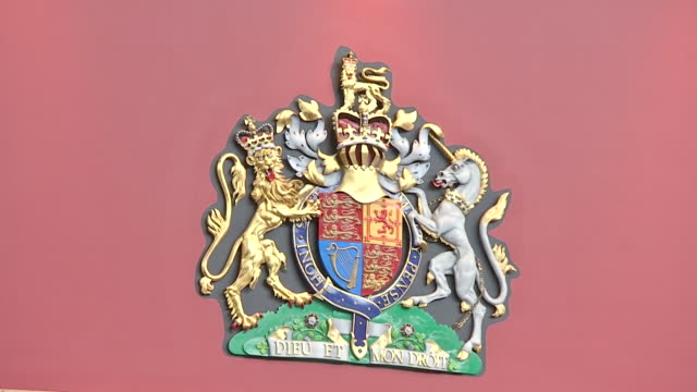 interior close up shots of the royal crest above a doorway in ascot. - イギリス アスコット競馬場点の映像素材/bロール