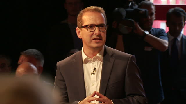 interior cutaway shots of owen smith mp labour leadership contender speaking at a labour campaign meeting on august 03 2016 in bristol england - owen smith politician stock videos & royalty-free footage