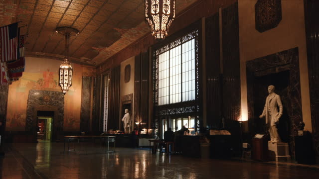 interior, entrance hall, lousiana state capitol building, baton rouge, usa - baton rouge stock-videos und b-roll-filmmaterial