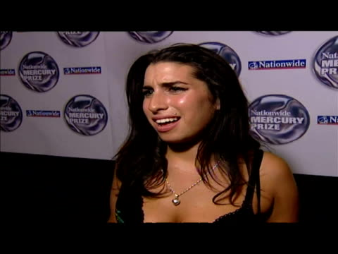 interior interview amy winehouse - 2004 stock-videos und b-roll-filmmaterial