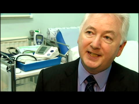 interior interview dr donal o'donoghue, renal expert re: lives are being lost needlessy, because not enough people are taking up free tests for... - 人の腎臓点の映像素材/bロール