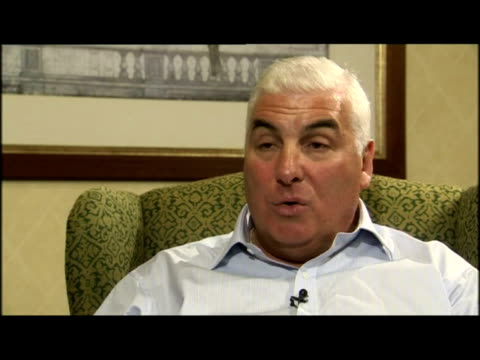 stockvideo's en b-roll-footage met interior interview mitch winehouse, amy winehouse's father - media interview
