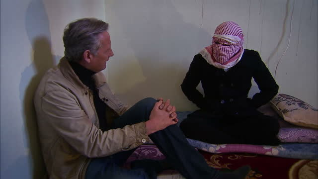 interior interview, sky news chief correspondent start ramsay speaks to 'saleh', a former translator for islamic state who witnessed the killing of... - isis stock-videos und b-roll-filmmaterial