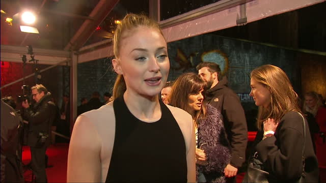 stockvideo's en b-roll-footage met interior interview with actress sophie turner speaking about how much she has gained as an actress and a person from working on the game of throne... - ensemble lid