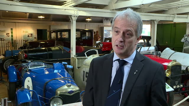stockvideo's en b-roll-footage met interior interview with don wales nephew of the late donald campbell on the 50th anniversary of the record breaker's death on january 03 2017 in... - 50 jarig jubileum