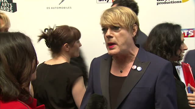 interior interview with 'in' campaigner eddie izzard on the forthcoming eu referendum on june 05, 2016 in london, england. - campaigner stock videos & royalty-free footage