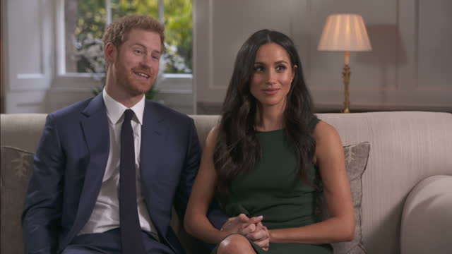 vídeos y material grabado en eventos de stock de interior interview with prince harry and meghan markle on the day the couple announced their engagement to the world on 27 november 2017 in london... - entrevista sin editar