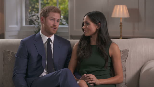 vídeos de stock, filmes e b-roll de interior interview with prince harry and meghan markle on the day the couple announced their engagement to the world on 27 november 2017 in london... - entrevista formato bruto