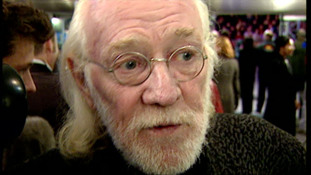 stockvideo's en b-roll-footage met interior interview with richard harris at the premiere of harry potter and the philosopher's stone on november 4 2001 in london england - harry potter naam kunstwerk