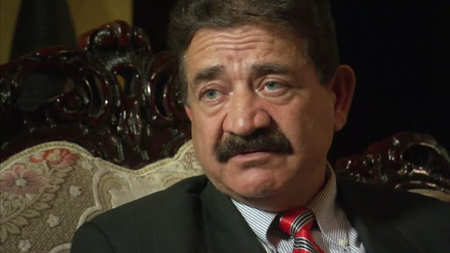 vídeos de stock e filmes b-roll de interior interview with seddique mateen omar mateen's father about his son's views on homosexuality and about whether he was surprised that his son... - homofobia