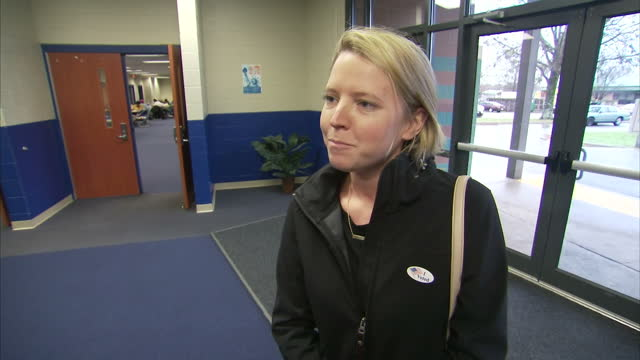 vídeos de stock, filmes e b-roll de interior interview with voter melissa walsh about the 2016 us election super tuesday on march 01 2016 in little rock arkansas - primary election