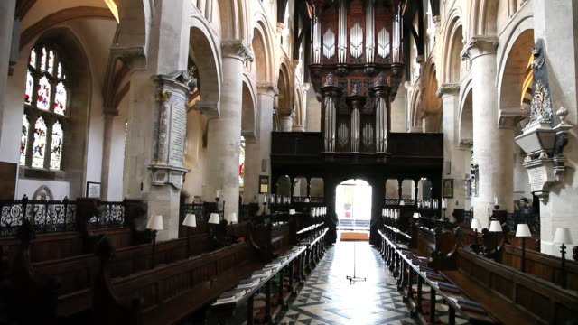 interior looking towards the organ, christ church cathedral, oxford - パイプオルガン点の映像素材/bロール