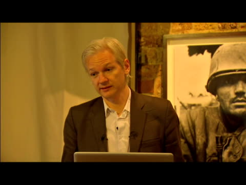 interior news conference with julian assange wikileaks founder talking about the publication of restricted files relating to the afghanistan war... - 2010 bildbanksvideor och videomaterial från bakom kulisserna