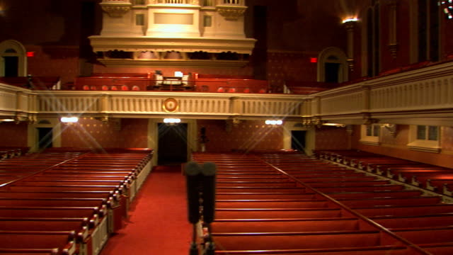 stockvideo's en b-roll-footage met interior of a church - lessenaar