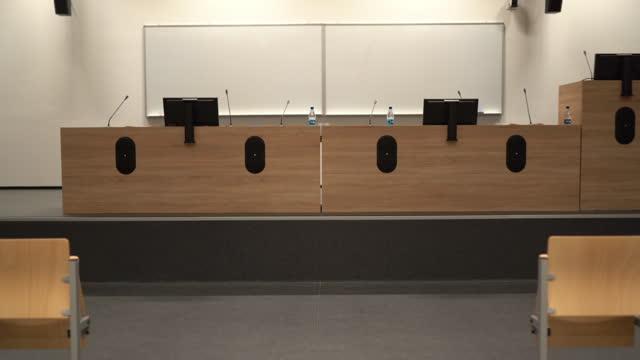 vidéos et rushes de intérieur d'un centre de congrès - auditorium