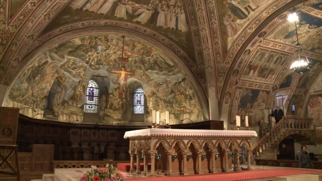 wgn interior of basilica of san francesco d'assisi in assisi italy on nov 18 2016 - ウンブリア州点の映像素材/bロール