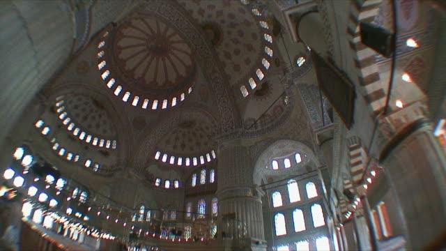 vidéos et rushes de ws tu la interior of blue mosque / istanbul, turkey - mosquée