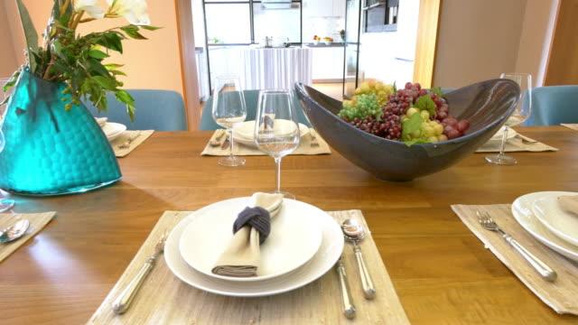stockvideo's en b-roll-footage met interieur van de eetkamer 4k - dining room