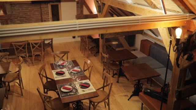 空のモダンなレストランのインテリア - 片付いた部屋点の映像素材/bロール
