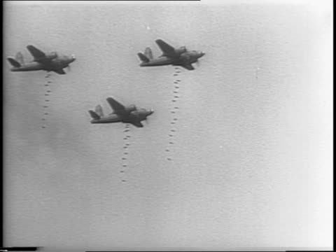 stockvideo's en b-roll-footage met interior of factory with bombs amassed / men apply paint stencil to bombs / gas tanks lined up in field / four martin b26 marauders drop 100 lb... - munitie