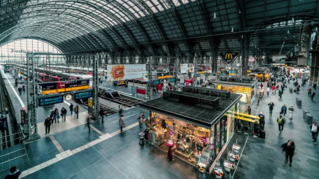 interior of frankfurt central station - bahnhof stock-videos und b-roll-filmmaterial