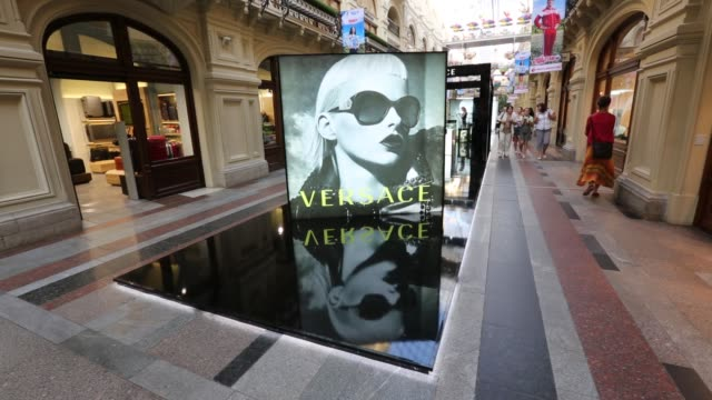 stockvideo's en b-roll-footage met interior of gum / shoppers / tourists / versace advertisement versace advertisement inside gum on august 08 2012 in moscow russia - versace modelabel