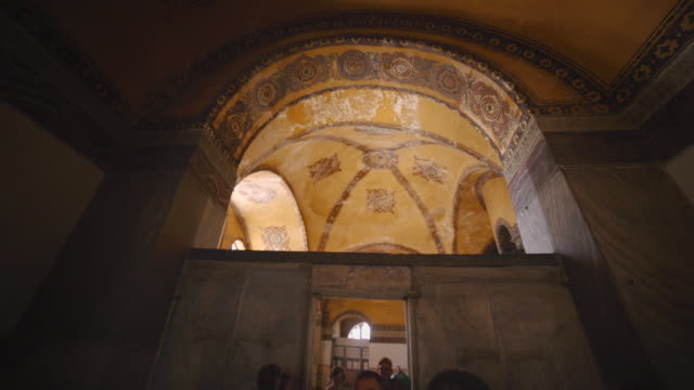 vidéos et rushes de interior of hagia sophia, istanbul, turkey - byzantin