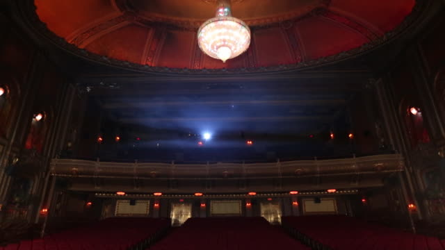 stockvideo's en b-roll-footage met ws td interior of historic movie theater, from stage perspective / richmond, virginia, usa - toneel