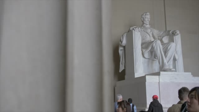 interior of lincoln memorial in daytime, washington dc, united states of america, north america - lincolndenkmal stock-videos und b-roll-filmmaterial
