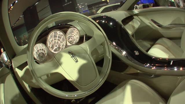 cu zo interior of lincoln mkt concept vehicle at detroit auto show/  detroit, michigan - konzeptauto stock-videos und b-roll-filmmaterial