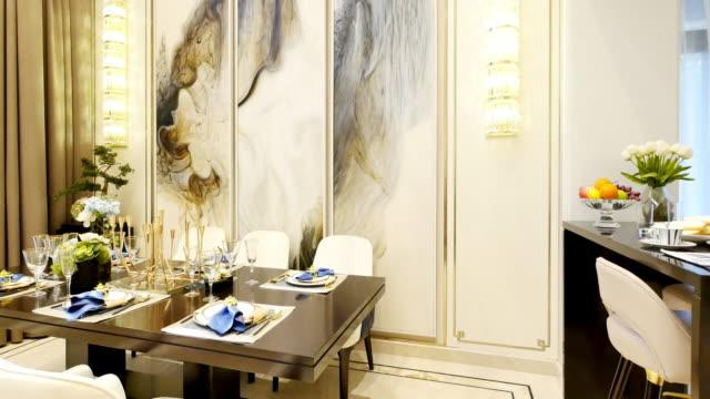 stockvideo's en b-roll-footage met interieur van luxe eetkamer - tafelmanieren