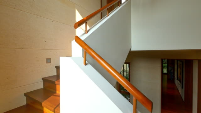 stockvideo's en b-roll-footage met interieur van moderne trap - trappen