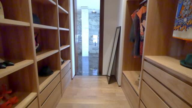 Interieur des modernen Garderobe 4 K