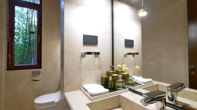 Interieur des modernen Badezimmer 4 K