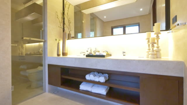 stockvideo's en b-roll-footage met interieur van modern toilet 4k - domestic bathroom