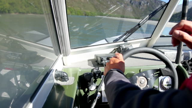 innere des beweglichen motorboot-kabine - fensterrahmen stock-videos und b-roll-filmmaterial