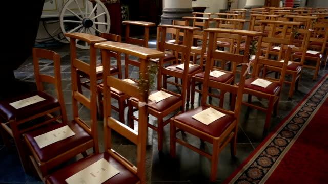 vidéos et rushes de intérieur de la cathédrale orthodoxe - chaise