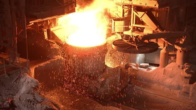 vídeos y material grabado en eventos de stock de ms interior of steel mill with sparks / contrecoeur, quebec, canada - quebec