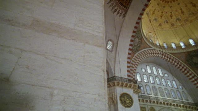 ws pan interior of suleymanie mosque / istanbul, turkey  - モスク点の映像素材/bロール