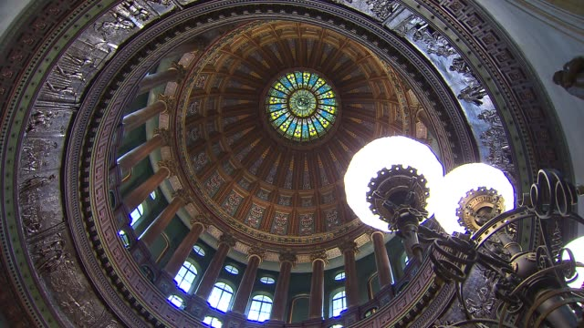 interior of the dome at the illinois state capitol on december 15 2013 in springfield illinois - dome stock videos & royalty-free footage