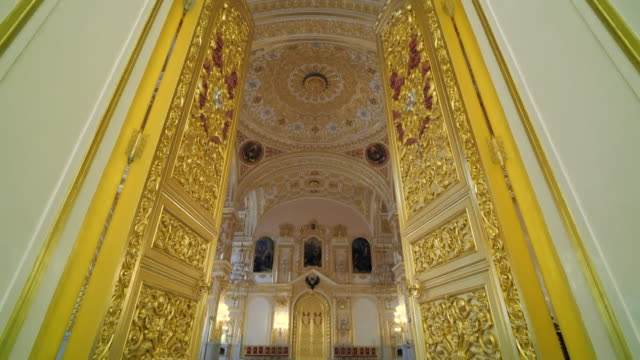 vídeos y material grabado en eventos de stock de interior of the kremlin palace decorated oppulently in gold - palacio interior
