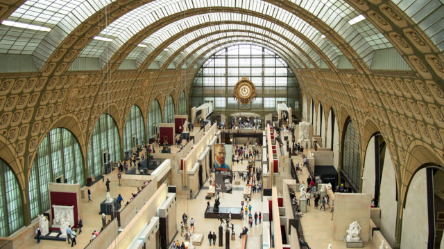 vidéos et rushes de t/l interior of the musee d'orsay in paris, france - musée